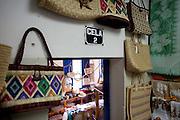 Natal_RN, Brasil...Na foto, artesanato em palha, tipico do Rio Grande do Norte, a venda no  Centro Turistico. O local tambem e conhecido como cadeia, pois ja funcionou como a cadeia publica da cidade durante muitos anos em Natal, Rio Grande do Norte...The typical craft, the straw craft, in the Touristy center in Natal, Rio Grande do Norte...Foto: LEO DRUMOND / NITRO