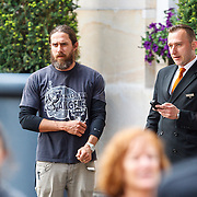NLD/Amsterdam/20150603 - Maroon5 verlaat hun hotel in Amsterdam