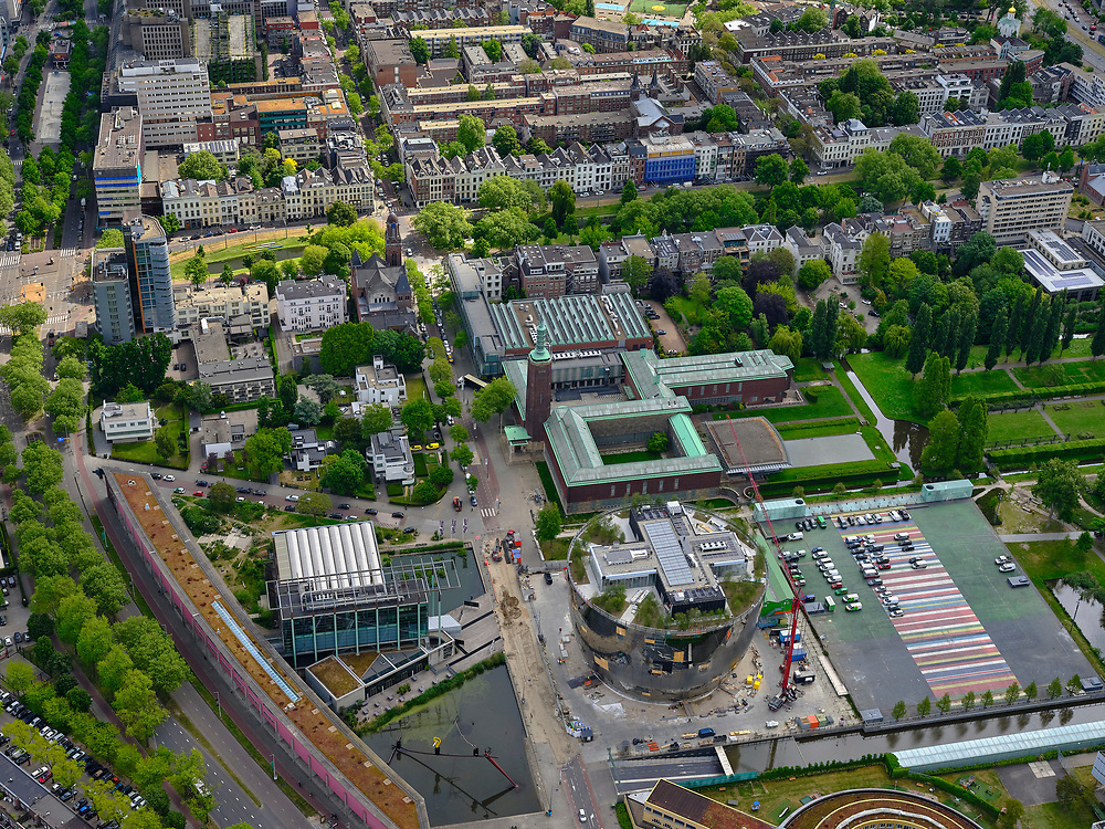 Nederland, Zuid-Holland, Rotterdam; 14-05-2020; Museumpark met Museum Boijmans Van Beuningen. Naast het Museum het Depot Boijmans van Beuningen in aanbouw (architect Winy Maas - MVRDV). Links Rochussenstraat met het Nieuwe Instituut (NAi - Nederlands Architectuur Instituut).<br /> Museumpark with Museum Boijmans Van Beuningen. Next to the Museum the Boijmans van Beuningen Depot is under construction (architect Winy Maas - MVRDV).<br /> <br /> luchtfoto (toeslag op standard tarieven);<br /> aerial photo (additional fee required)<br /> copyright © 2020 foto/photo Siebe Swart