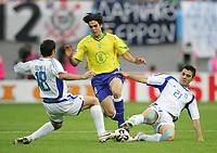 Fotball, 16. juni 2005, <br /> Conferderations Cup Brasil - Hellas<br /> v.l. Ioannis Goumas, Kaka, Kanstantinos Katsouranis<br /> <br />  Norway only