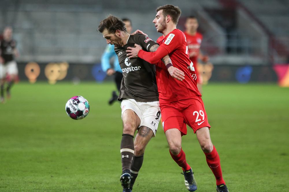 Fussball: 2. Bundesliga, FC St. Pauli - VFL Bochum, Hamburg, 28.01.2021<br /> Guido Burgstaller (Pauli, l.) - Maxim Leitsch (Bochum)<br /> © Torsten Helmke