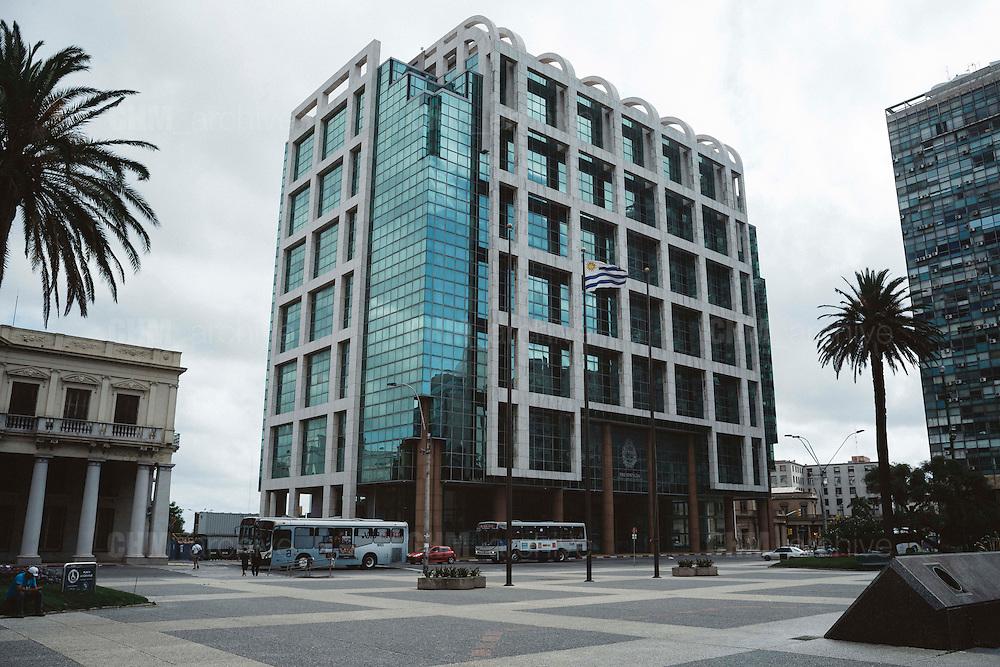 Il Palazzo Presidenziale e sede del Governo uruguaiano a in Plaza independencia. Montevideo, 13 dicembre 2015.  Christian Mantuano / OneShot