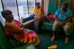 Ann Smith (izq.) llega al puerto de Palm Beach con su hija y una nieta en el crusero Grand Celebration de Freeport, Bahamas el 7 de septiembre de 2019. Photo by Matias J. Ocner/Miami Herald/TNS/ABACAPRESS.COM