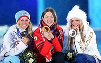 Skiskyting<br /> OL Sochi 2014<br /> 18.02.2014<br /> Foto: Gepa/Digitalsport<br /> NORWAY ONLY<br /> <br /> Olympische Winterspiele Sotschi 2014, 12,5km Massenstart der Damen, Siegerehrung, Medaillenvergabe am Medal Plaza. Bild zeigt Tiril Eckhoff (NOR), Darya Domracheva (BLR) und Gabriele Soukalova (CZE).