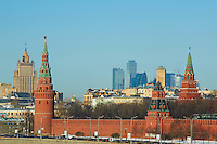 Russie, Moscou, le Kremlin classé Patrimoine Mondial de l'UNESCO, et le business center au fond// Russia, Moscow, the Kremlin Wall and the business center