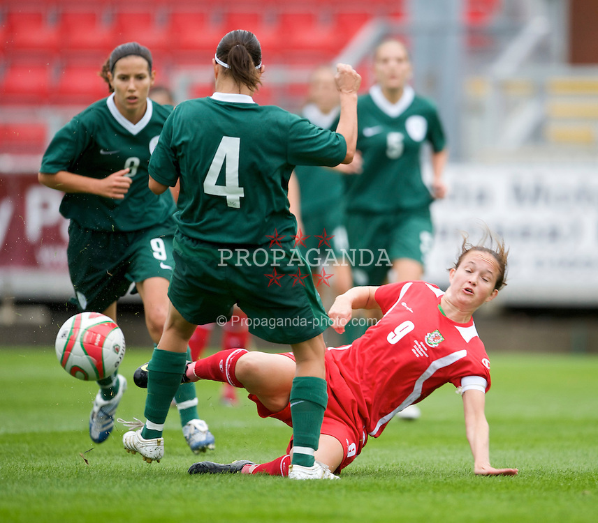 LLANELLI, WALES - Sunday, August 23, 2009: Wales' captain Cheryl Foster in action against Slovenia during a friendly international match at Stebonheath Park. (Pic by David Rawcliffe/Propaganda)