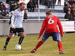 FODBOLD: Martin Junior Christensen (Helsingør) og Kenneth Olsen (DMI) under kampen i Danmarksserien, pulje 1, mellem Elite 3000 Helsingør - Døllefjelde-Musse IF den 5. april 2010 på Helsingør Stadion. Foto: Claus Birch