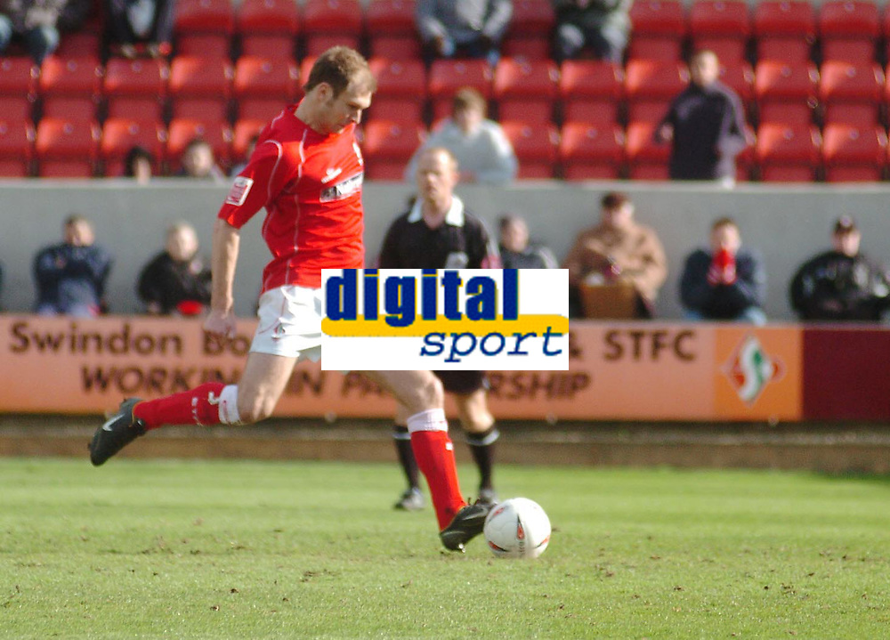 Photo. Leigh Quinnell.  Swindon Town v Walsall Coca Cola league one. 09/04/2005. Sam Parkin scores a penalty for Swindon.