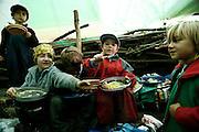 Svizzera, San Gallo, asilo nel bosco , un piccolo casottino in legno è il rifugio in caso di forte pioggia...le lezioni solitamente si volgono sempre all'aperto per tutto l'inverno  ....Switzerland, St. Gallen, kindergarten in the wood. Children are free to run and enjoy in the wood no matter cold or snow... children are even involved in cooking the lunch...lunch in the tent..