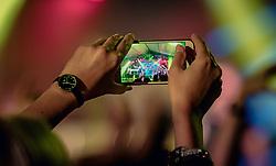 21.06.2019, Baumbar Areal, Kaprun, AUT, Austropop Festival, im Bild ein Fan fotografiert mit einem Handy // during the Austropop Music Festival in Kaprun, Austria on 2019/06/21. EXPA Pictures © 2019, PhotoCredit: EXPA/Stefanie Oberhauser