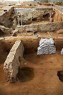 Neolithic remains of mud brick houses walls of the north ecavation area, Catalyhoyuk Archaeological Site, Çumra, Konya, Turkey .<br /> <br /> If you prefer to buy from our ALAMY PHOTO LIBRARY  Collection visit : https://www.alamy.com/portfolio/paul-williams-funkystock/catalhoyuk-site-turkey.html<br /> <br /> Visit our TURKEY PHOTO COLLECTIONS for more photos to download or buy as wall art prints https://funkystock.photoshelter.com/gallery-collection/3f-Pictures-of-Turkey-Turkey-Photos-Images-Fotos/C0000U.hJWkZxAbg