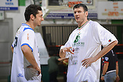 DESCRIZIONE : Siena Lega A 2011-12 Montepaschi Siena Banco di Sardegna Sassari Semifinale Play off gara 2<br /> GIOCATORE : Nika Metrevelli<br /> CATEGORIA : Fair Play<br /> SQUADRA : Banco di Sardegna Sassari<br /> EVENTO : Campionato Lega A 2011-2012 Semifinale Play off gara 2 <br /> GARA : EA7 Montepaschi Siena Banco di Sardegna Sassari Semifinale Play off gara 2<br /> DATA : 30/05/2012<br /> SPORT : Pallacanestro <br /> AUTORE : Agenzia Ciamillo-Castoria/R. Morgano<br /> Galleria : Lega Basket A 2011-2012  <br /> Fotonotizia :  Siena Lega A 2011-12 Montepaschi Siena Banco di Sardegna Sassari Semifinale Play off gara 2<br /> Predefinita :