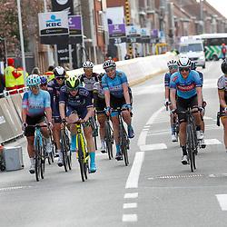 28-03-2021: Wielrennen: Gent-Wevelgem: Wevelgem<br />Een groep aan de finish