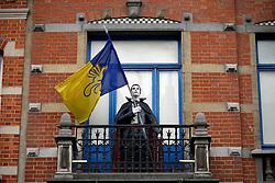 THEMENBILD - Brüssel ist die Haupt- und Residenzstadt des Königreichs Belgien, Sitz der Institutionen der Flämischen und Französischen Gemeinschaft Belgiens sowie von Flandern und Hauptort der Region Brüssel-Hauptstadt. Zudem stellt die Stadt den Hauptsitz der Europäischen Union sowie den Sitz der NATO, ferner den des ständigen Sekretariats der Benelux-Länder, der Westeuropäischen Union und der EUROCONTROL, hier im Bild Dracula gr¬ü¬ßt vom Balkon des Muse¬ée d'Art Fantastique, Museum of Fantastic Art aufgenommen am 28. Juli 2013 // THEMES PICTURE - Brussels is the capital and residence city of the Kingdom of Belgium, the seat of the institutions of the Flemish and French Community of Belgium and the capital of Flanders and Brussels-Capital Region. In addition, the city is the headquarters of the European Union, and the headquarters of NATO, also the Permanent Secretariat of the Benelux countries, the Western European Union and EUROCONTROL pictured on 28th of July 2013. EXPA Pictures © 2013, PhotoCredit: EXPA/ Eibner/ Michael Weber<br /> <br /> ***** ATTENTION - OUT OF GER *****