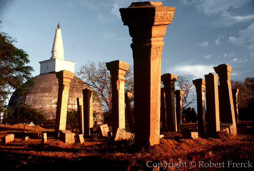 SRI LANKA, ANCIENT CIVILIZATIONS the Ruvaneliseya Dagoba at Anuradhapura, an ancient Buddhist city from the 4thC.BC