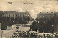 Zagreb (Croatie) : Trg Franje Josipa. <br /> <br /> ImpresumZagreb : Naklada tiskare i papirnice A. Brusina, 1908.<br /> Materijalni opis1 razglednica : tisak ; 8,9 x 13,8 cm.<br /> NakladnikTiskara A. Brusina<br /> Mjesto izdavanjaZagreb<br /> Vrstavizualna građa • razglednice<br /> ZbirkaGrafička zbirka NSK • Zbirka razglednica<br /> Formatimage/jpeg<br /> PredmetZagreb –– Trg kralja Tomislava<br /> SignaturaRZG-TOM-18<br /> Obuhvat(vremenski)20. stoljeće<br /> PravaJavno dobro<br /> Identifikatori000952753<br /> NBN.HRNBN: urn:nbn:hr:238:875139 <br /> <br /> Izvor: Digitalne zbirke Nacionalne i sveučilišne knjižnice u Zagrebu