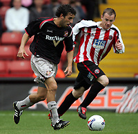 Fotball<br /> England 2005/2006<br /> Foto: imago/Digitalsport<br /> NORWAY ONLY<br /> <br /> 30.07.2005<br /> <br /> Julio Arca (Sunderland, li.) gegen Alan Quinn (Sheffield United)