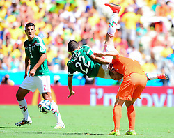 29.06.2014, Castelao, Fortaleza, BRA, FIFA WM, Niederlande vs Mexico, Achtelfinale, im Bild Paul Aguilar (Mexiko) fällt auf Arjen Robben (Niederlande) // during last sixteen match between Netherlands and Mexico of the FIFA Worldcup Brazil 2014 at the Castelao in Fortaleza, Brazil on 2014/06/29. EXPA Pictures © 2014, PhotoCredit: EXPA/ fotogloria/ Best Photo Agency<br /> <br /> *****ATTENTION - for AUT, FRA, POL, SLO, CRO, SRB, BIH, MAZ only*****