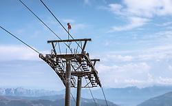 THEMENBILD - Liftstütze am Kitzsteinhorn an einem sonnigen Tag, aufgenommen am 23. August 2018 in Kaprun, Österreich //  Lift support at the Kitzsteinhorn Glacier on a sunny day with the Summit, Kaprun, Austria on 2018/08/23. EXPA Pictures © 2018, PhotoCredit: EXPA/ JFK