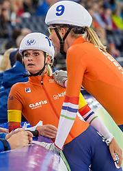 10-12-2016 NED: ISU World Cup Speed Skating, Heerenveen<br /> Massasprint vrouwen Irene Schouten #14 wordt tweede achter de Koreaanse. Annouk  van der Weijden #9