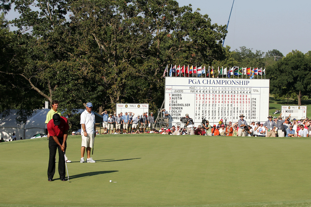 12 August 2007: Tiger Woods taps in a putt on the 18th hole to secure a win at of the 89th PGA Championship at Southern Hills Country Club in Tulsa, OK.i