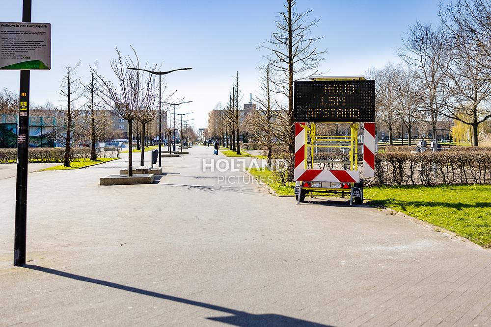 22-03-2020: Nieuws: Corona maatregelen en gevolgen: Nederland<br /> Europapark, Alphen aan den Rijn, informatie bord