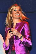 AMSTELVEEN - Prinses Maxima praat woensdag met jongeren over geld. De prinses gaf in poppodium P60 in Amstelveen het startsein voor de jongerencampagne van CentiQ, Wijzer in geldzaken. De campagne heeft tot doel jongeren slimmer om te laten gaan met geld Amstelveen Princess Maxima attended the poppodium P60, the start of the campaign of money matters by Centiq, in Amstelveen.The campaign is to get young people to be more efficient with spending their money. ANP ROYAL IMAGES COPYRIGHT HENDRIK JAN VAN BEEK