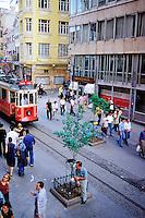 Turquie - Istanbul - Quartier de Beyoglu - Tramway sur Istical Cad