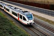 Nederland, Nijmegen, 10-1-2008..Een rijdende, nieuwe trein van vervoerder Veolia transport. Het bedrijf verzorgt de treinverbinding tussen Nijmegen en Roermond.personenvervoer,personentrein,reizen,reizigers..Foto: Flip Franssen/Hollandse Hoogte