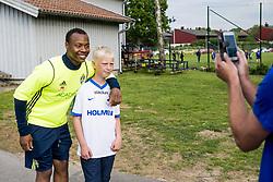 June 6, 2017 - Helsingborg, SVERIGE - 170606 Carlos Strandberg fotograferas av en supporter efter en trÅning med U21-landslaget i fotboll den 6 juni 2017 i Helsingborg  (Credit Image: © Ludvig Thunman/Bildbyran via ZUMA Wire)