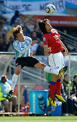 17.06.2010, Soccer City Stadium, Johannesburg, RSA, FIFA WM 2010, Argentinien vs Südkorea im Bild Gabriel Heinze of Argentina  in action with PARK Chu Young of South Korea, EXPA Pictures © 2010, PhotoCredit: EXPA/ IPS/ Mark Atkins / SPORTIDA PHOTO AGENCY