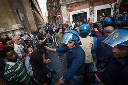 September 7, 2017 - Rome, Italy, Italy - Moments of tension in Rome where some demonstrators of the Movements for the House were lifted and dragged in weight by policemen in Rome,Italy on 07 September 2017. (Credit Image: © Andrea Ronchini/NurPhoto via ZUMA Press)