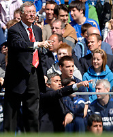 Photo: Daniel Hambury.<br />Chelsea v Manchester United. The Barclays Premiership. 29/04/2006.<br />Chelsea's manager Jose Mourinho and United's manager Sir Alex Ferguson (L).