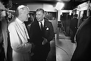 Nederland, Den Bosch, 1985..De op 2 -3-2005 overleden Paus Johannes Paulus tijdens zijn bezoek aan het provinciehuis. Hij wordt uitgeleide gedaan door Dries van Agt, commissaris van de koningin in Brabant. Pausbezoek, bezoek...Foto: Flip Franssen/Hollandse Hoogte