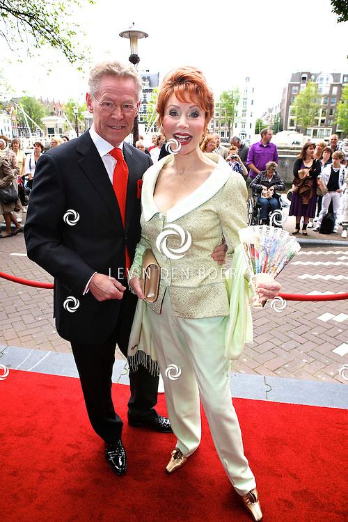 AMSTERDAM - Bij het Koninklijk Theater Carre is de premiere van Circus Hurricane Hans Klok van start gegaan.  Met op de foto Marijke Helwegen met haar partner Harry Helwegen. FOTO LEVIN DEN BOER - PERSFOTO.NU