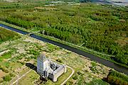 Nederland, Flevoland, Almere, 07-05-2015;  Almere haven, Kasteel Almere. Hedendaagse ruine. Anti-kraak bewoning.<br /> Unfinished castle near Almere, contemporary ruin.<br /> luchtfoto (toeslag op standard tarieven);<br /> aerial photo (additional fee required);<br /> copyright foto/photo Siebe Swart