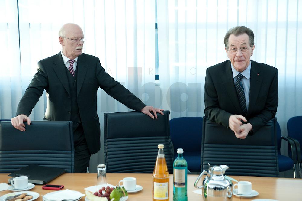 05 JAN 2009, BERLIN/GERMANY:<br /> Peter Struck (R), SPD Fraktionsvorsitzender, und Franz Muentefering (R), SPD Parteivorsitzender, vor Beginn der Sitzung der SPD -Koordinierungsrunde-Bund-Laender-Komunen, Willy-Brandt-Haus<br /> IMAGE: 20090105-01-010<br /> KEYWORDS: Franz Müntefering