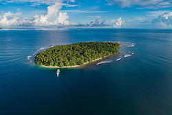 Luftaufnahme von Wickham Island, Marovo Lagoon, Eine der groesten wenn nicht die groesste Salzwasserlagune der Welt, Salomonen, Salomonsee, Salomonensee / Aerial View from Wickham Island, Marovo Lagoon, Maybe the bigest Saltwater lagoon of the World,