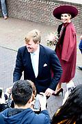Koningspaar brengt streekbezoek aan regio Eemland in de provincie Utrecht. Tijdens het bezoek staat het stroomgebied van de rivier de Eem centraal.<br /> <br /> The Royal couple brings regional visits to the region of Eemland in the province of Utrecht. During the visit, the river Eem is central<br /> <br /> Op de foto/On the photo:  Wandeling langs het publiek vanaf De Koppelpoort langs de Eem naar Het Eemhuis<br /> <br /> Walk along the public from De Koppelpoort along the Eem to Het Eemhuis