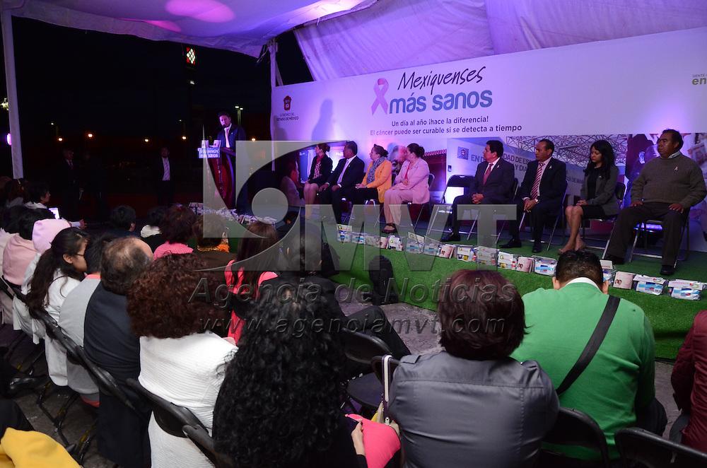 Toluca, México.- César Gómez Monge, Secretario de Salud, durante el encendido de las Torres del Bicentenario  como parte de la campaña global para concienciar a las mujeres sobre la autoexploración como el mejor medio de prevención de cáncer de mama. Agencia MVT / Arturo Hernández S.