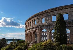 THEMENBILD - das römische Amphitheater mit Blick auf den Hafen, aufgenommen am 27. Juni 2018 in Pula, Kroatien // the Roman amphitheater overlooking the harbor, Pula, Croatia on 2018/06/27. EXPA Pictures © 2018, PhotoCredit: EXPA/ Stefanie Oberhauser