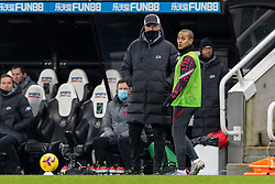 NEWCASTLE-UPON-TYNE, ENGLAND - Wednesday, December 30, 2020: Liverpool's manager Jürgen Klopp prepares to bring on substitute Thiago Alcantara during the FA Premier League match between Newcastle United FC and Liverpool FC at St. James' Park. The game ended in a goal-less draw. (Pic by David Rawcliffe/Propaganda)