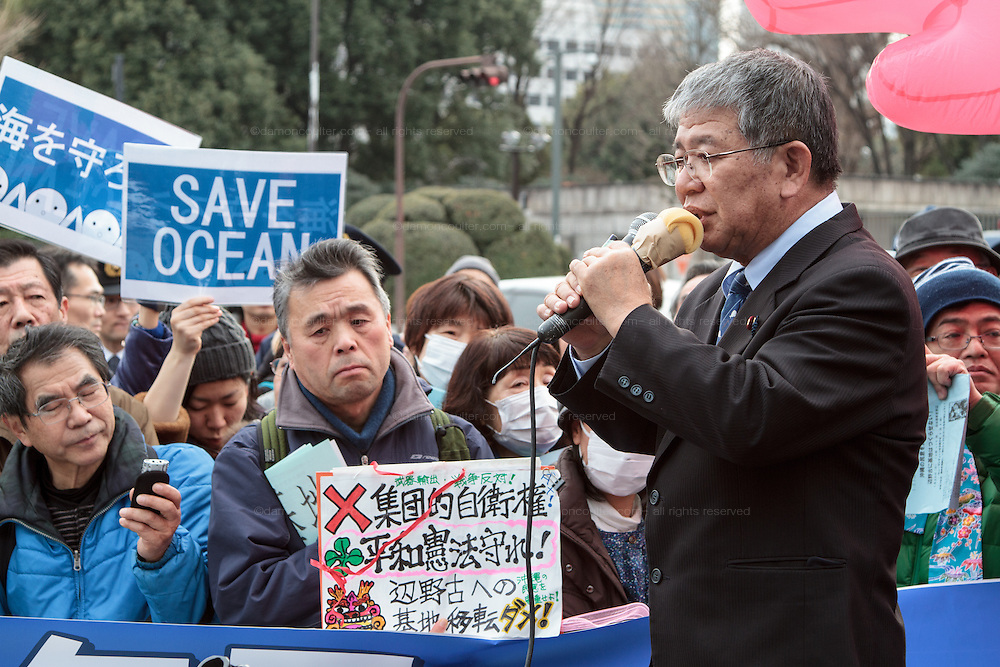 Rally to protest the construction of a new US military base at Henoko in Okinawa outside the Japanese National Diet building, Nagatacho, Tokyo, Japan Sunday January 25th 2015. Organisers say 7,000 people joined the protest forming a human chain around the Assembly Building.