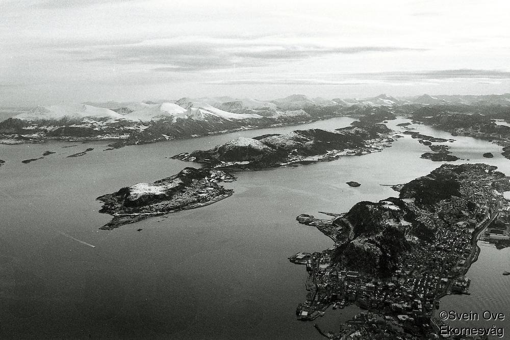 Flyfoto av Ellingsøya (t.v.) og Ålesund (t.h.)<br /> Foto: Svein Ove Ekornesvåg