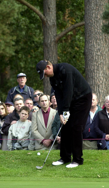 © Peter Spurrier/Sportsbeat Images <br />Tel +441494783165 email images@sbimages.co.uk<br />19/10/2003 - Photo  Peter Spurrier<br />2003 HSBC World Match Play Championship - Wentworth<br />Sunday - Final Day- Ernie Els v Thomas Bjorn:<br />Thomas Bjorn, chips the ball onto the tenth green.