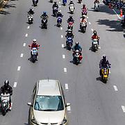 THA/Bangkok/20160729 - Thailand 2016 Bangkok, verkeer, weg, straat, scooters, scooter, drukte, vervoer,