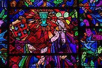 France, Morbihan (56), forêt de Brocéliande, Tréhorenteuc, église Sainte-Onenne ou la chapelle du Graal dédiée à la mythogie arthurienne, le vitrail du Graal // France, Morbihan (56), Forest of Brocéliande, Tréhoreneuc, Church of Sainte-Onenne or the Chapel of the Grail dedicated to the Arthurian Mythogy, the Grail Stained Glass