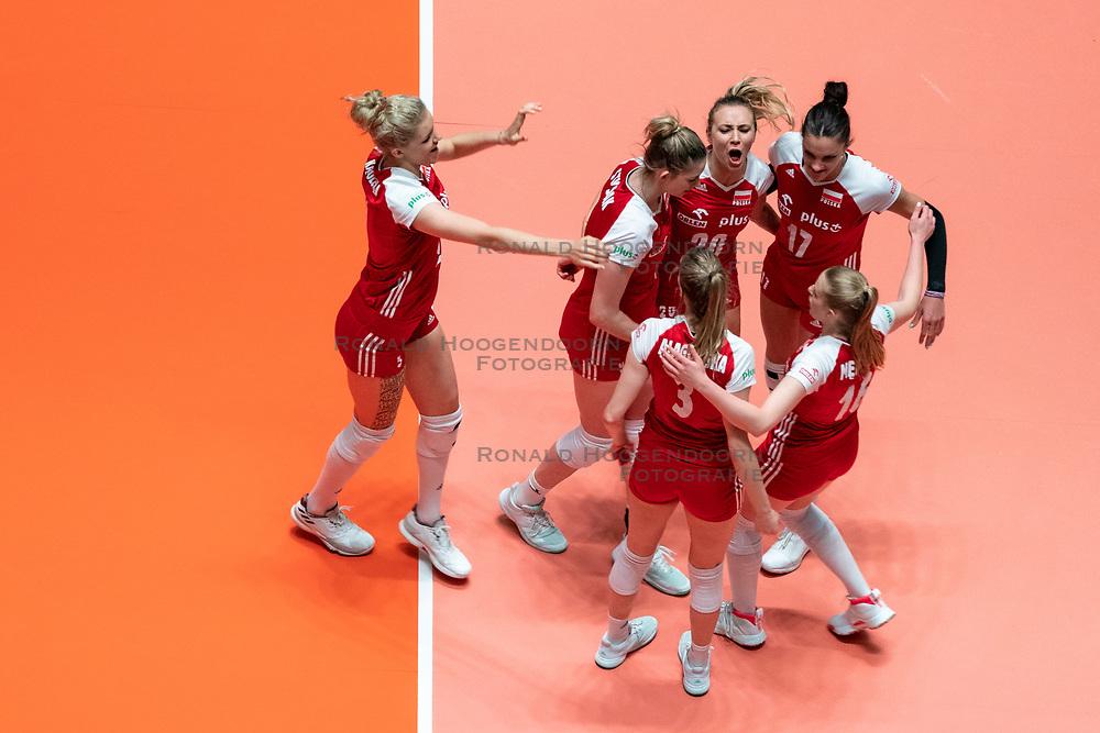 29-05-2019 NED: Volleyball Nations League Poland - Brazil, Apeldoorn<br /> Agnieszka KakolewskaC #5 of Poland, Marlena Plesnierowicz #20 of Poland, Malwina Smarzek #17 of Poland