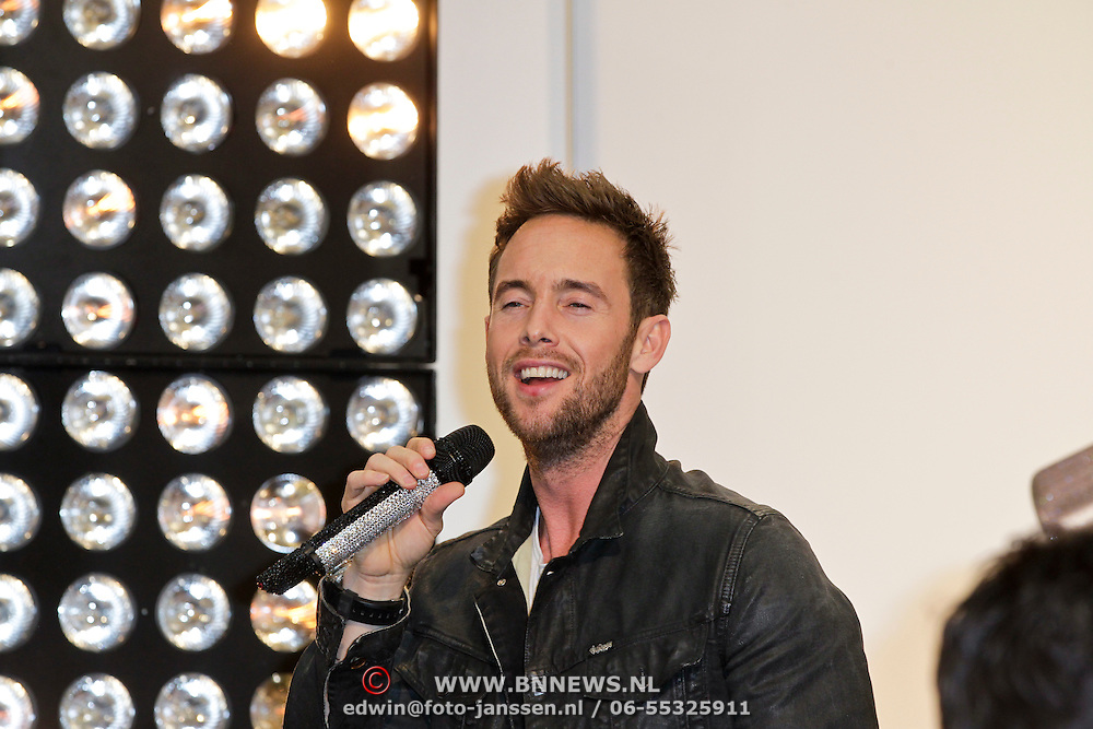 NLD/Amsterdam/20120104 - Verrassingsconcert the Voice of Holland kandidaten, Charly Luske