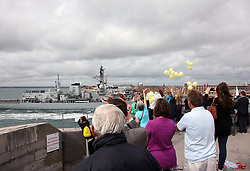 © under license to London News Pictures. 13/08/2012. PORTSMOUTH, UK. FRIENDS AND FAMILY OF CREW MEMBERS RELEASE YELLOW BALLOONS  AS HMS WESTMINSTER RETURNS TO PORTSMOUTH FROM DUBAI WITHOUT MISSING CREWMAN TIMMY MACCOLL on AUGUST 13, 2012. Picture credit: Bryan Moffat/LNP